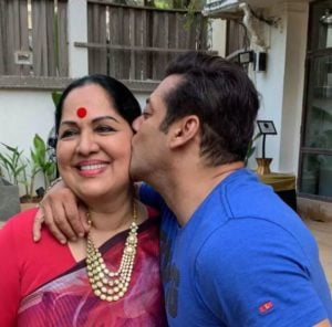 Salman Khan Kissing Shilpa Shetty's Mother