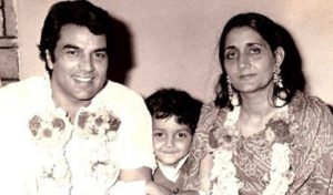 Dharmendra with wife Parkash Kaur and Bobby Deol
