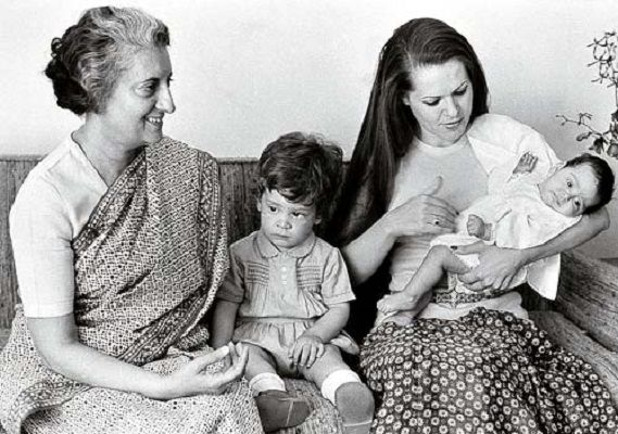 Rahul Gandhi sitting beside his grandmother Indira Gandhi and mother Sonia Gandhi (little sister Priyanka Gandhi in her lap)
