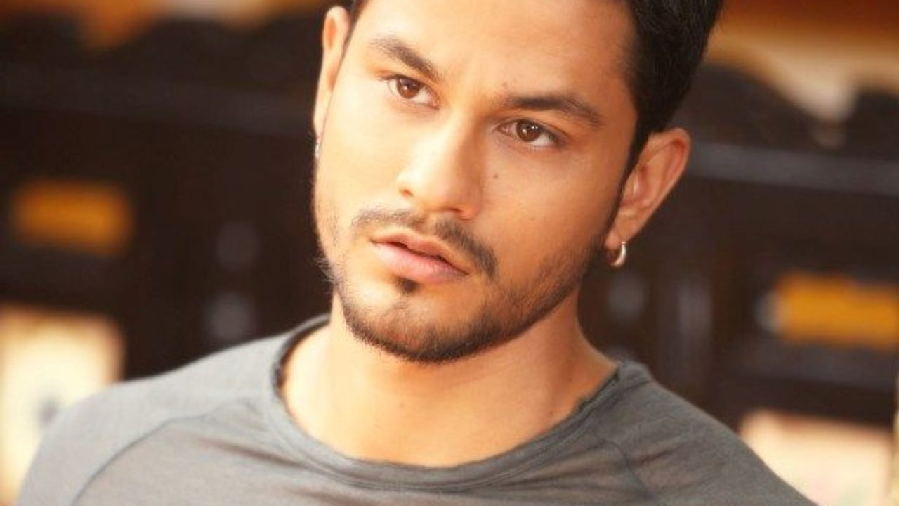 Kunal Khemu Height Age Girlfriend Wife Family Biography Facts More Starsunfolded