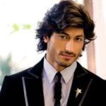 Vidyut Jammwal Age, Height, Girlfriend, Wife, Family, Biography & More