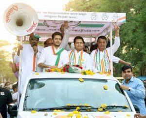 Riteish Deshmukh campaigning for Congress Party