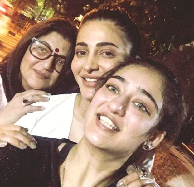 Shruti Haasan With Her Sister and Mother