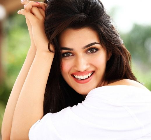 kriti sanon height weight age boyfriend biography family more