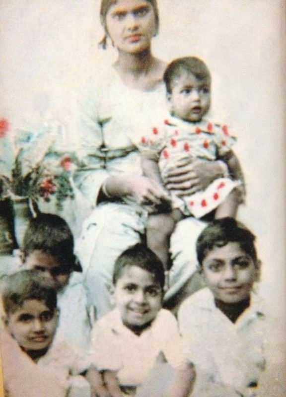 Nawazuddin Siddiqui (sitting extreme right) With His Mother And Siblings