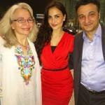 Elli Avram with her parents