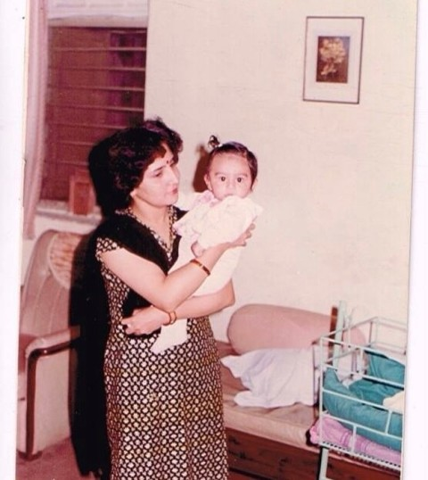 Kartik Aaryan With His Mother In His Childhood