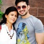 Himansh Kohli with his mother