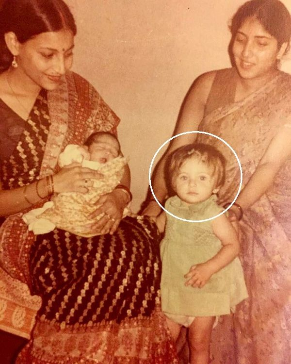 Kanika Kapoor With Her Mother (extreme left) In Her Childhood