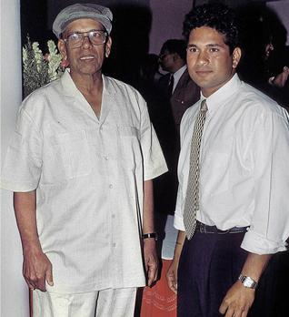 Sachin Tendulkar With His Coach Ramakant Achrekar