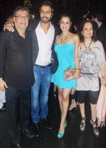 Ashmit Patel with his family (father, mother & sister)