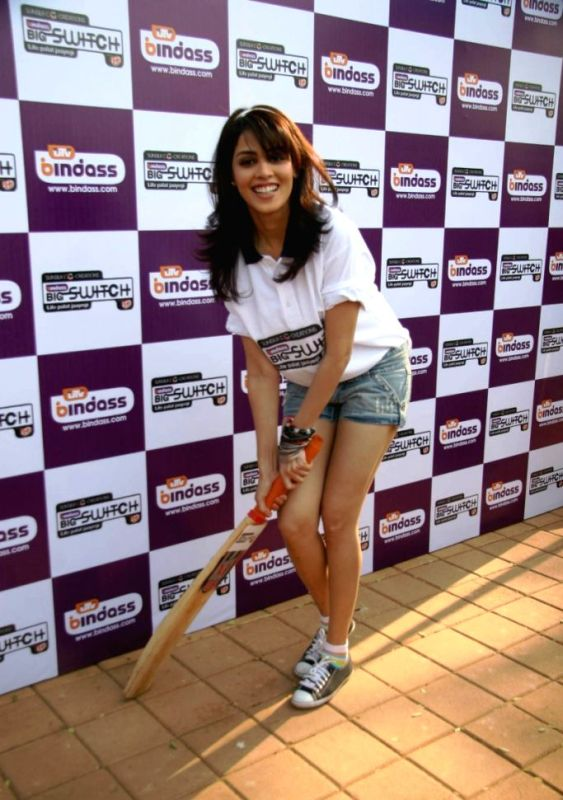 Genelia D'Souza Posing With A Cricket Bat