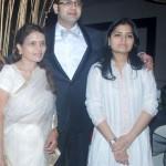 Rahul Mahajan with his mother and sister