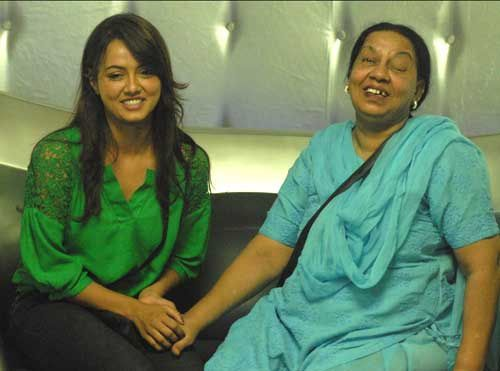 Sana Khan with her mother