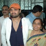Himesh Reshammiya with his mother