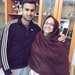 Shoaib Malik with his mother