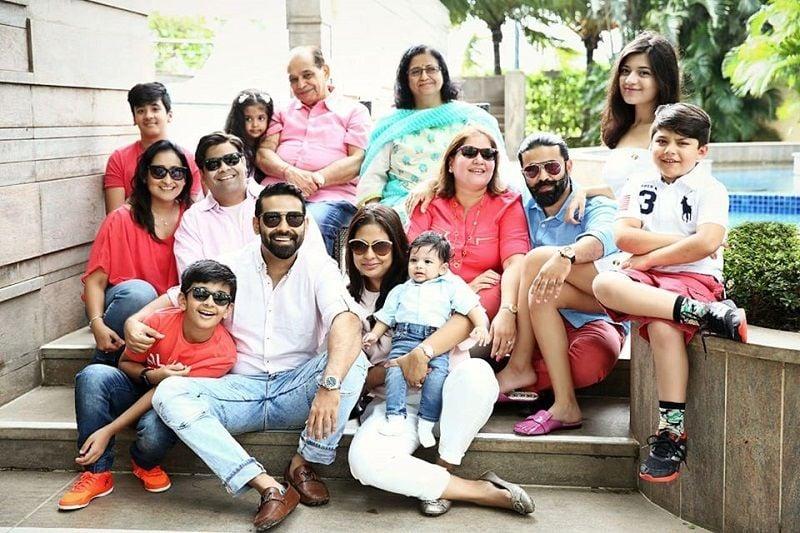 Kiku Sharda With His Family