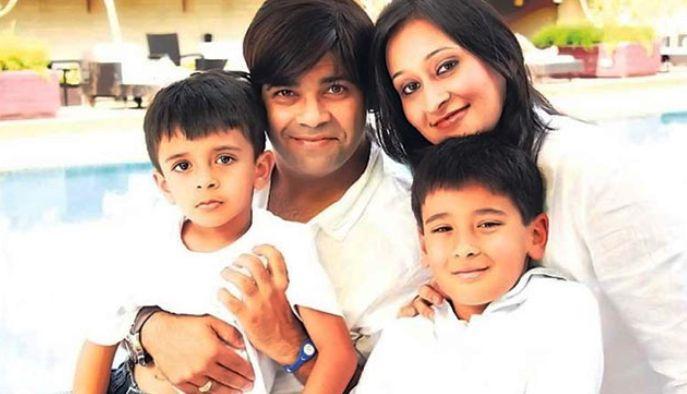 Kiku Sharda With His Wife ans Sons