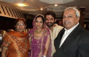 Barun Sobti with his Parents and wife