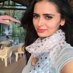 Meenakshi Dixit (Actress) Height, Weight, Age, Affairs, Biography & More