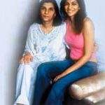 Anushka Manchanda with her mother