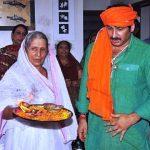Manoj Tiwari with his mother