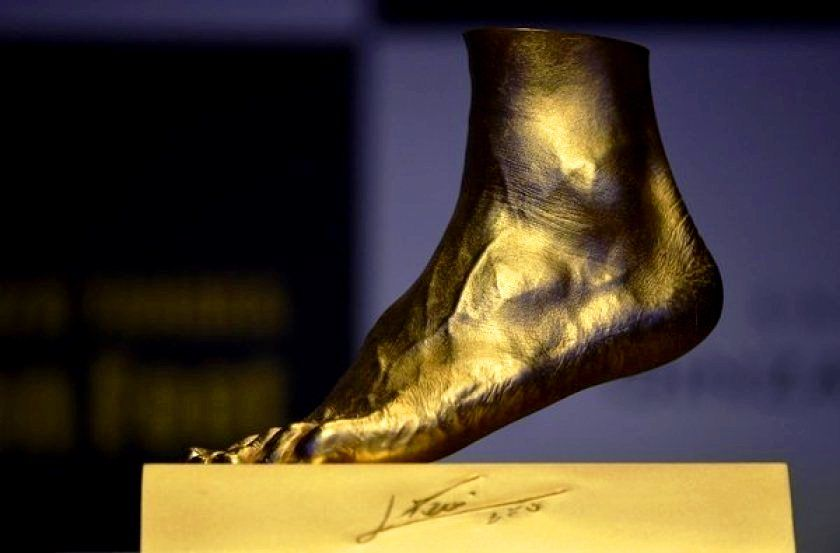 Gold replica of Lionel Messi's foot with his signature at the bottom