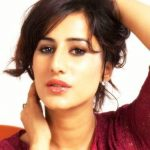 Saloni Chopra (Actress) Age, Boyfriend, Family, Biography & More