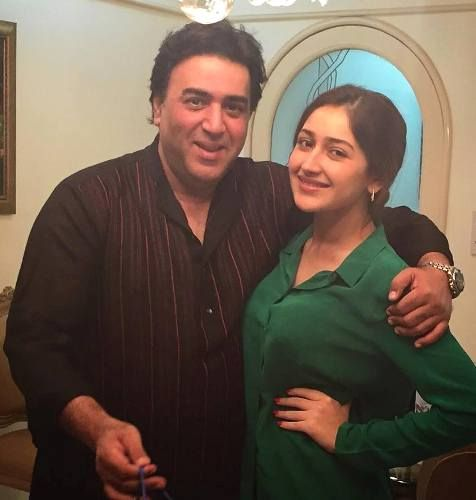 sayesha saigal with father sumit saigal