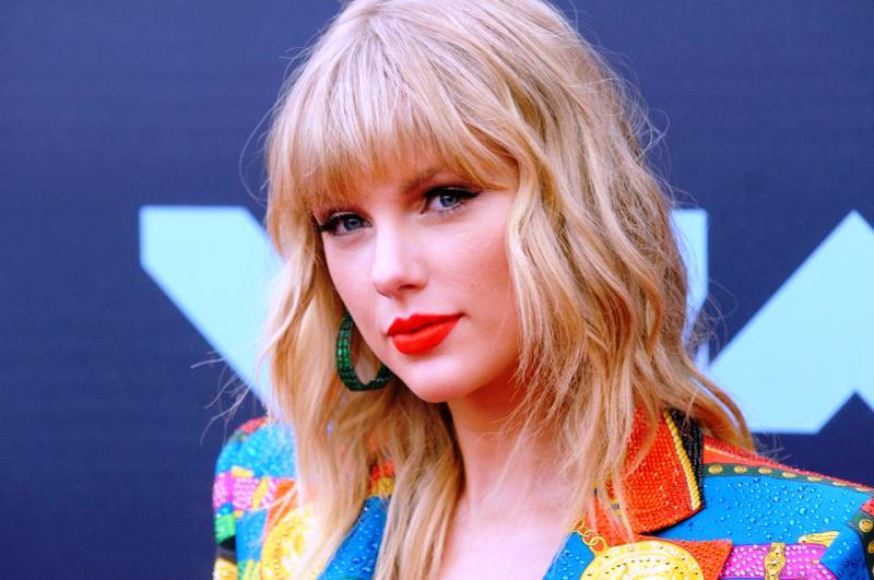 Taylor Swift Age Height Boyfriend Family Biography More Starsunfolded