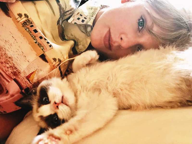 Taylor Swift with Her Pet Cat