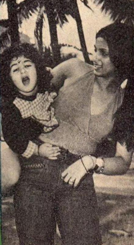A Childhood Photo of Twinkle Khanna With Her Mother Dimple Kapadia