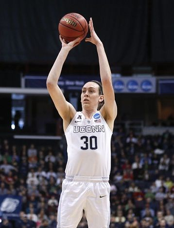 Breanna Stewart Playing