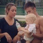 Carolina Dantas and Neymar holding their son