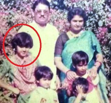 Neeti Mohan's Childhood Photo With Her Family