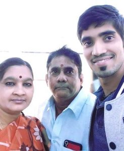 Srikanth Kidambi with his parents