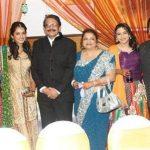 isha-koppikar-with-her-family