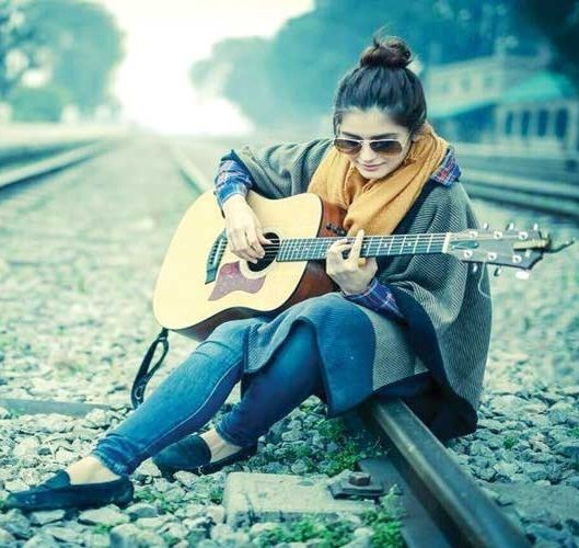 Momina Mustehsan Age, Husband, Boyfriend, Family, Biography & More ...