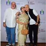 Raju Kher with his mother Dulari Kher and brother Anupam Kher