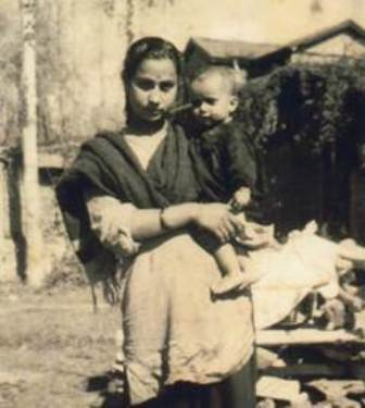 Anupam Kher's Childhood Photo With His Mother