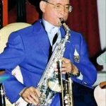 bhumibol-adulyadej-playing-saxophone