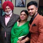 Cricketer Mandeep singh with parents