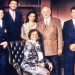 cyrus-mistry-extreme-right-with-his-parents-and-siblings