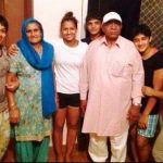 shobha-kaur-with-her-family