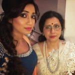 shreya-ghoshal-with-her-mother