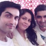 kunal-bakshi-with-his-brother-and-sister