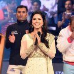 Sunny Leone singing Indian national anthem