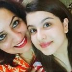 tunisha-sharma-with-her-mother