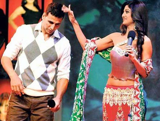 Akshay Kumar and Shilpa Shetty in Bigg Boss