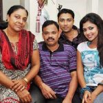 amala-paul-with-her-family